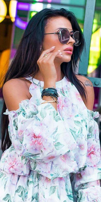 summer-season-women-with-attractive-street-style